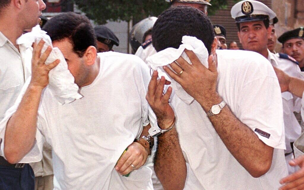 תמונת ארכיון מ-2001, אז נעצרו 52 גברים מצריים בשל היותם הומוסקסואלים (צילום: AP Photo/STR)