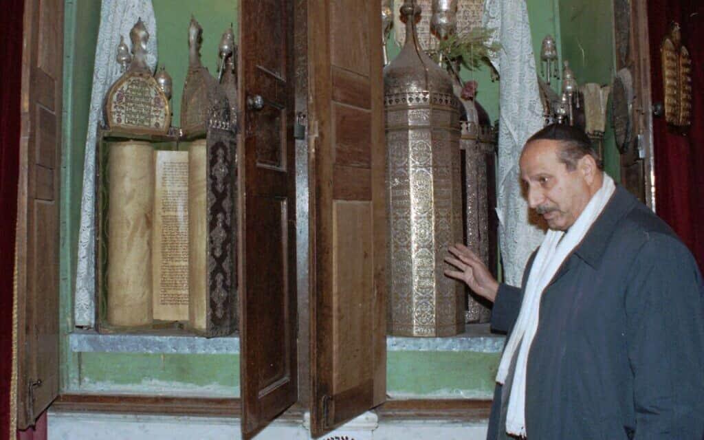 בית הכנסת אליהו הנביא בג'ובר ליד דמשק, סוריה, הוקם ב-720 לפני הספירה, בתמונה מ-21 בינואר 2000. ב-2013 הוא נחרב כליל. (צילום: AP Photo/ Bassem Tellawi)