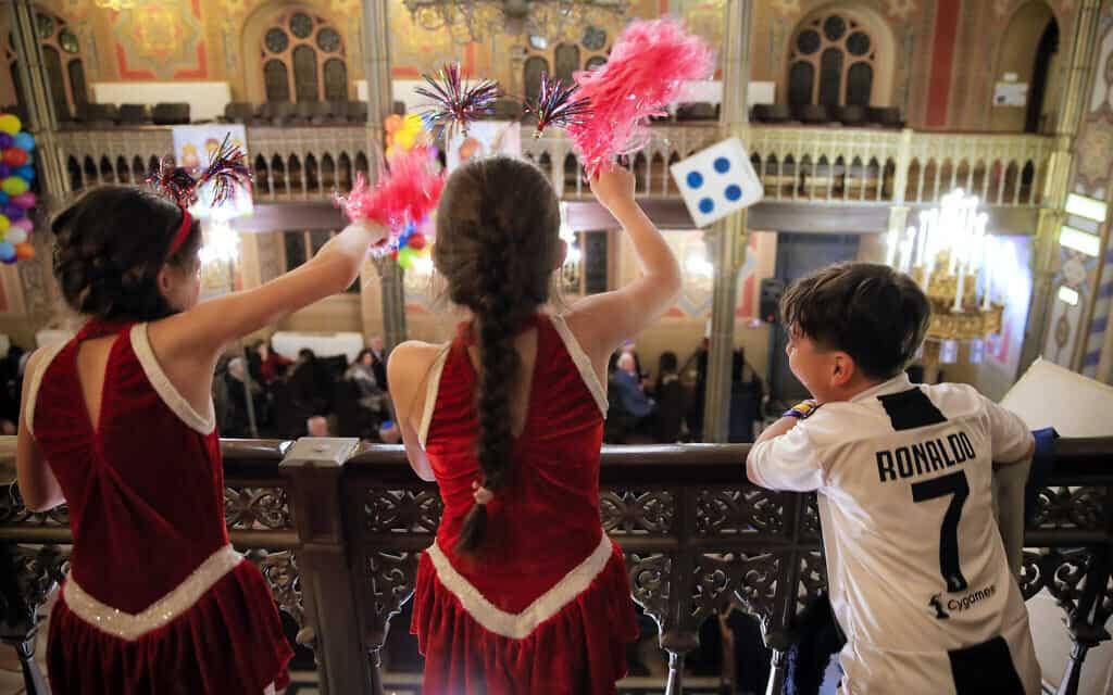 חגיגות פורים בקהילה היהודית ברומניה, מרץ 2019 (צילום: AP Photo/Vadim Ghirda)