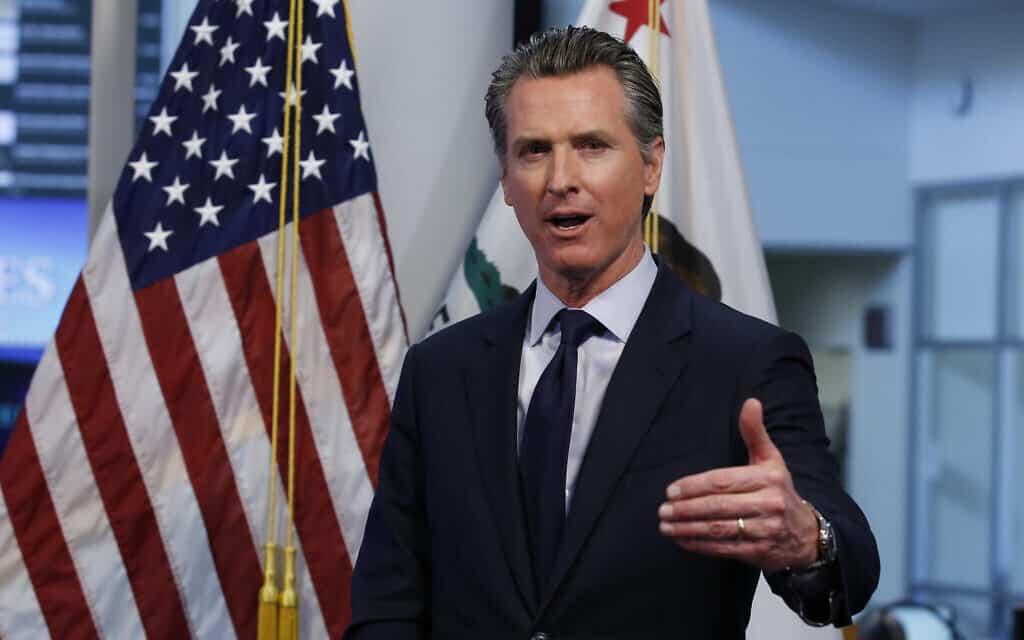 מושל קליפורניה, גווין ניוסם, במסיבת עיתונאים של שירותי החירום ברנצ'ו קורדובה, קליפורניה. אפריל, 2020 (צילום: AP Photo/Rich Pedroncelli, Pool, File)