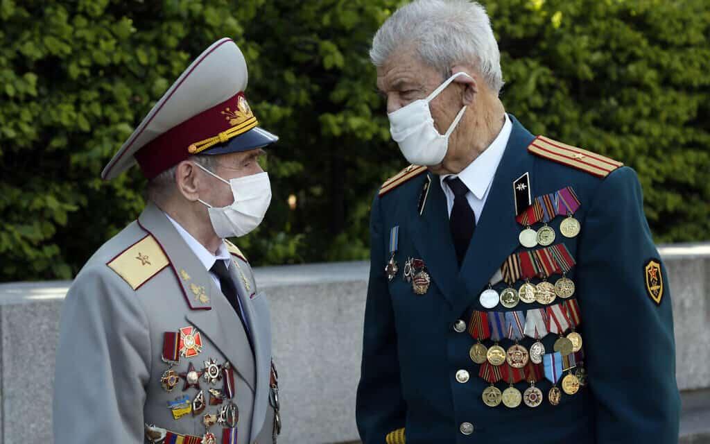 אילוסטרציה, ותיקי מלחמת העולם השנייה באוקראינה בעידן הקורונה (צילום: AP Photo/Efrem Lukatsky)