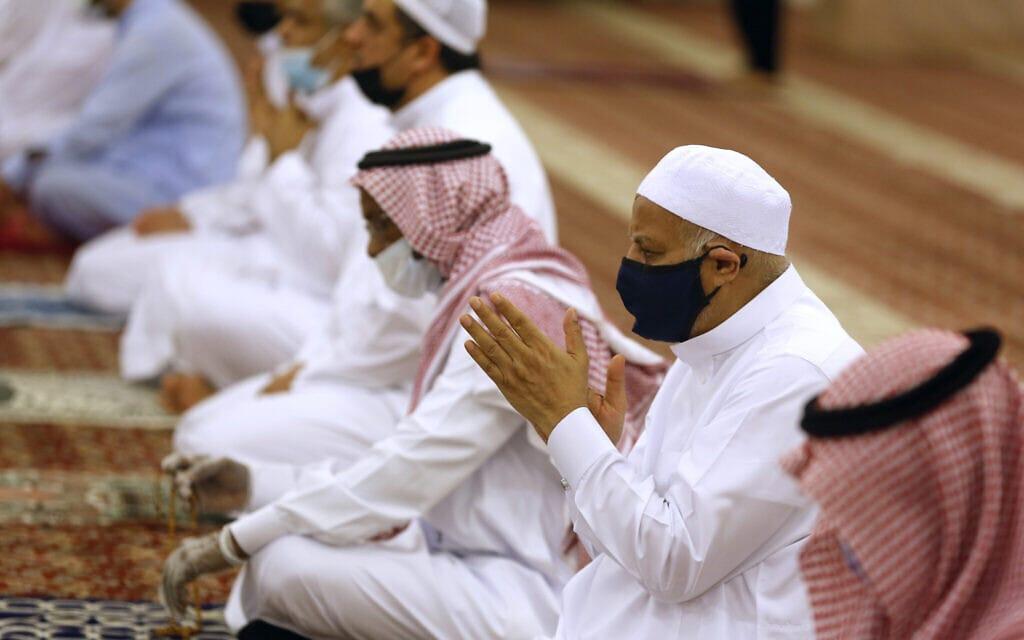 עידן הקורונה בערב הסעודית, 31 במאי 2020 (צילום: AP Photo/Amr Nabil)