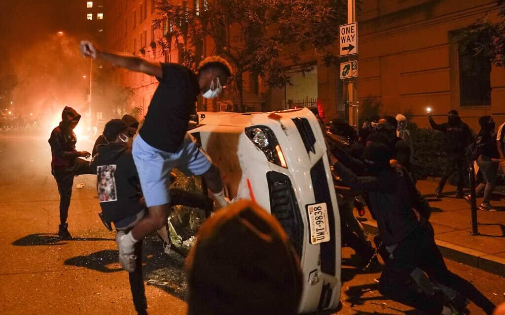 הפגנות אלימות בוושינגטון בעקבות הרצח של ג'ורג' פלויד, 31 במאי 2020 (צילום: AP Photo/Evan Vucci)