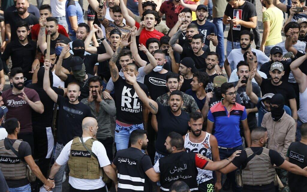 המחאה החברתית בלבנון, יוני 2020 (צילום: AP Photo/Bilal Hussein)