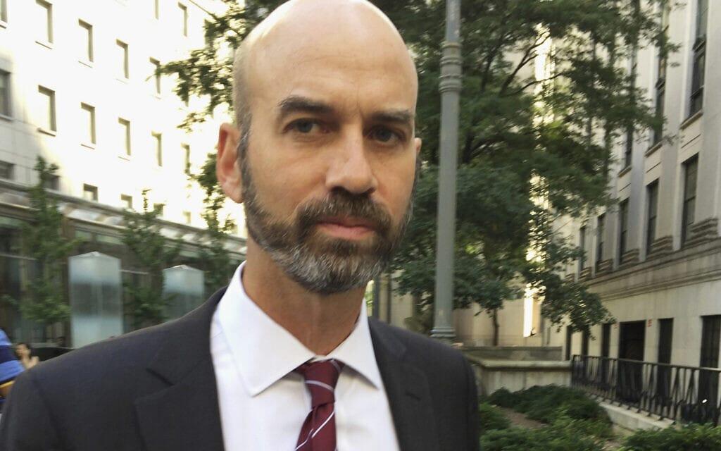 ג'יימס בנט, עורך הדעות של הניו יורק טיימס שפוטר (צילום: AP Photo/Larry Neumeister, File)