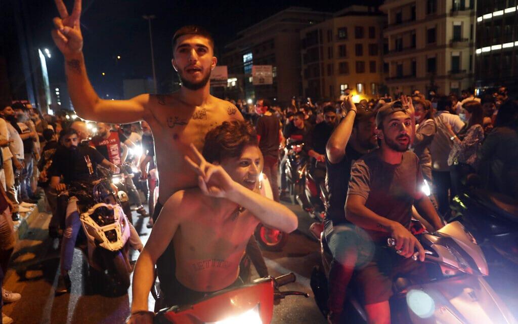 מחאה נגד המשטר בלבנון, יוני 2020 (צילום: AP Photo / Hussein Malla)