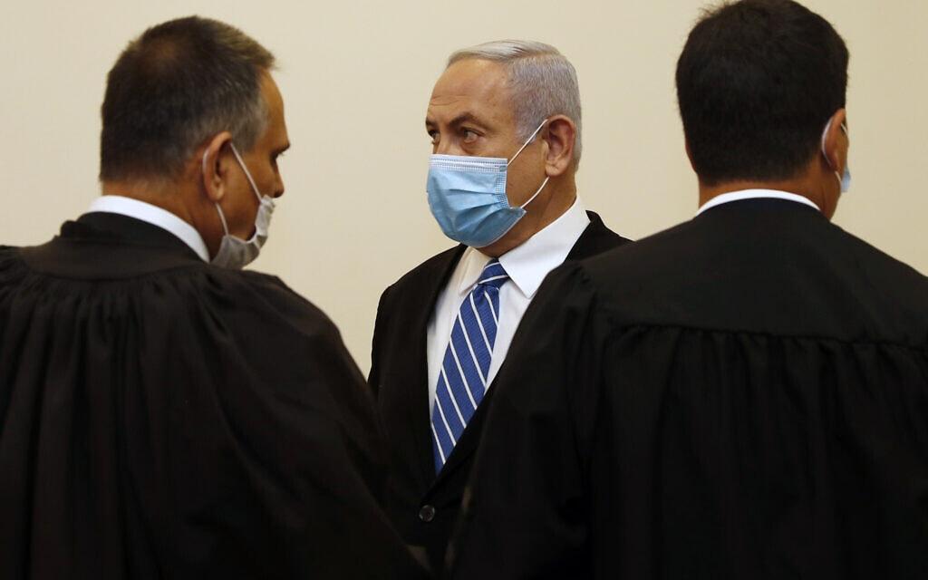 בנימין נתניהו בפתיחת משפטו, מאי 2020 (צילום: Ronen Zvulun/ Pool Photo via AP, File)