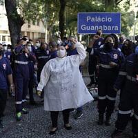 מחאת צוותי הרפואה והחירום בברזיל על תנאי העסקתם במשבר הקורונה, יוני 2020 (צילום: AP Photo/Leo Correa)