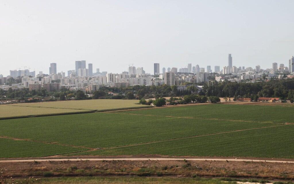 מבט לעבר תל אביב מפארק אריאל שרון (צילום: יצחק הררי/פלאש90)