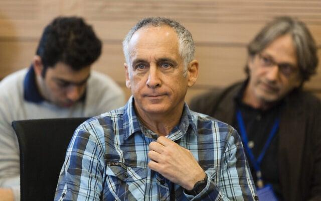 .מנהל קול ישראל מיקי מירו בדיוני בוועדת הכספים של הכנסת על מסקנות וועדת לנדס, מרץ 2014 (צילום: Flash 90)