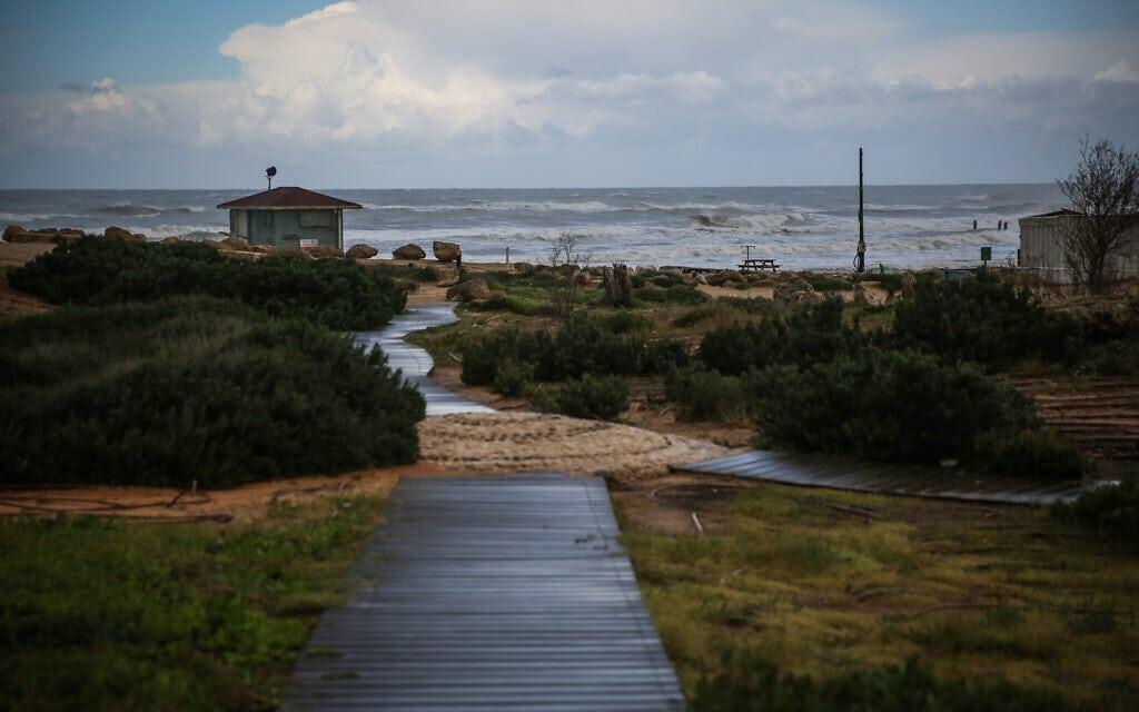 חוף בית ינאי (צילום: Hadas Parush/Flash90)
