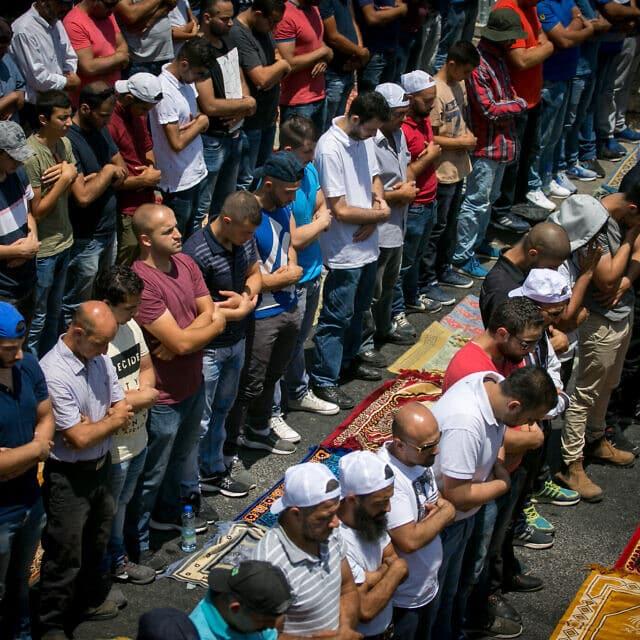 תפילה המונית בוואדי ג'וז, ארכיון, 2018 (צילום: Miriam Alster/Flash90)