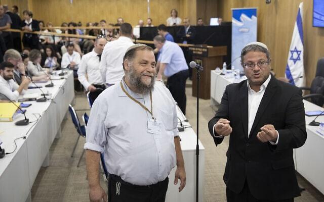 איתמר בן-גביר ובנצי גופשטיין בדיון בוועדת הבחירות המרכזית בבקשה לפסול את עוצמה יהודית. 14 באוגוסט 2019 (צילום: הדס פרוש/פלאש90)