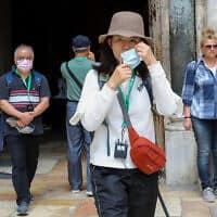 תיירים בודדים בעיר העתיקה בירושלים, מרץ 2020 (צילום: Yossi Zamir/Flash90)