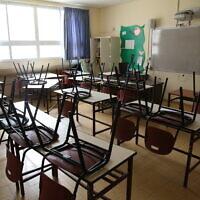 כיתה סגורה בבית ספר בצפת. מרץ 2020 (צילום: David Cohen/Flash90)