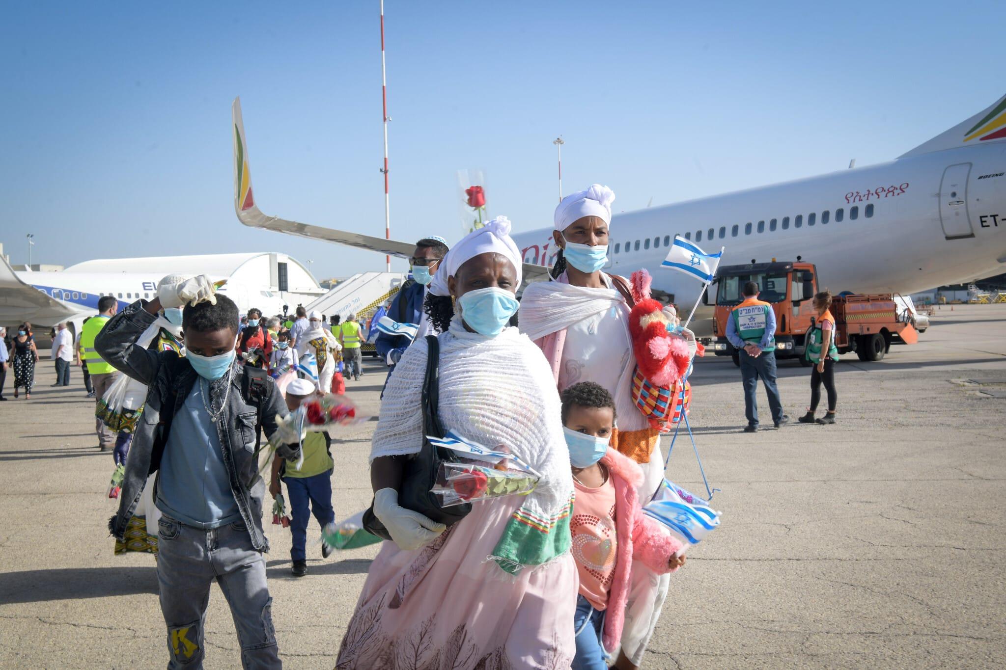 אילוסטרציה, כמאה יהודים מאתיופיה עולים לישראל, מאי 2020, למצולמים אין קשר לנאמר בכתבה (צילום: פלאש 90)