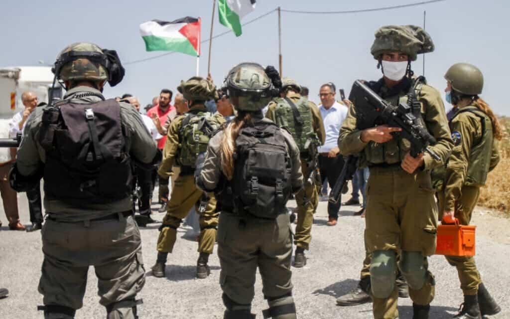 """כוח צה""""ל בשטחים, שלשום; למצולמים אין קשר לדיווח (צילום: Nasser Ishtayeh/Flash90)"""