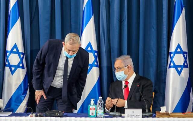 בנימין נתניהו ובני גנץ בישיבת הקבינט ב-7 ביוני 2020 (צילום: Marc Israel Sellem/POOL)