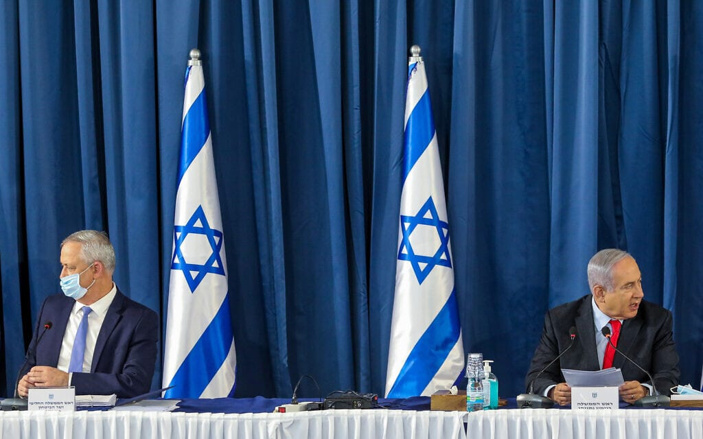 בנימין נתניהו ובני גנץ בישיבת הקבינט השבועית, ב-14 ביוני 2020 (צילום: Marc Israel Sellem/POOL)