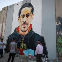 איאד אל-חלאק. ציור קיר של האמן הפלסטיני טאקי ספייטן על חומת ההפרדה בבית לחם. 14 ביוני 2020 (צילום: Wissam Hashlamoun/Flash90)