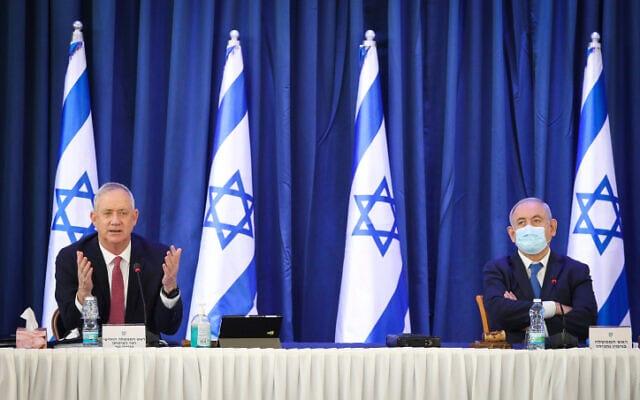 ראש הממשלה בנימין נתניהו וראש הממשלה החליפי בני גנץ בישיבת הממשלה, 21 ביוני 2020 (צילום: מרק ישראל סלם, פלאש 90)