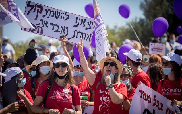 עובדים סוציאליים מוחים על תנאי העסקתם מול הכנסת. 25 ביוני 2020 (צילום: Yonatan Sindel/Flash90)