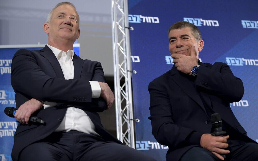 יושב ראש כחול לבן בני גנץ וחבר הכנסת גבי אשכנזי באירוע בחירות בכפר סבא לקראת הבחירות של מרץ, 12 בפברואר 2020 (צילום: Gili Yaari / Flash90)