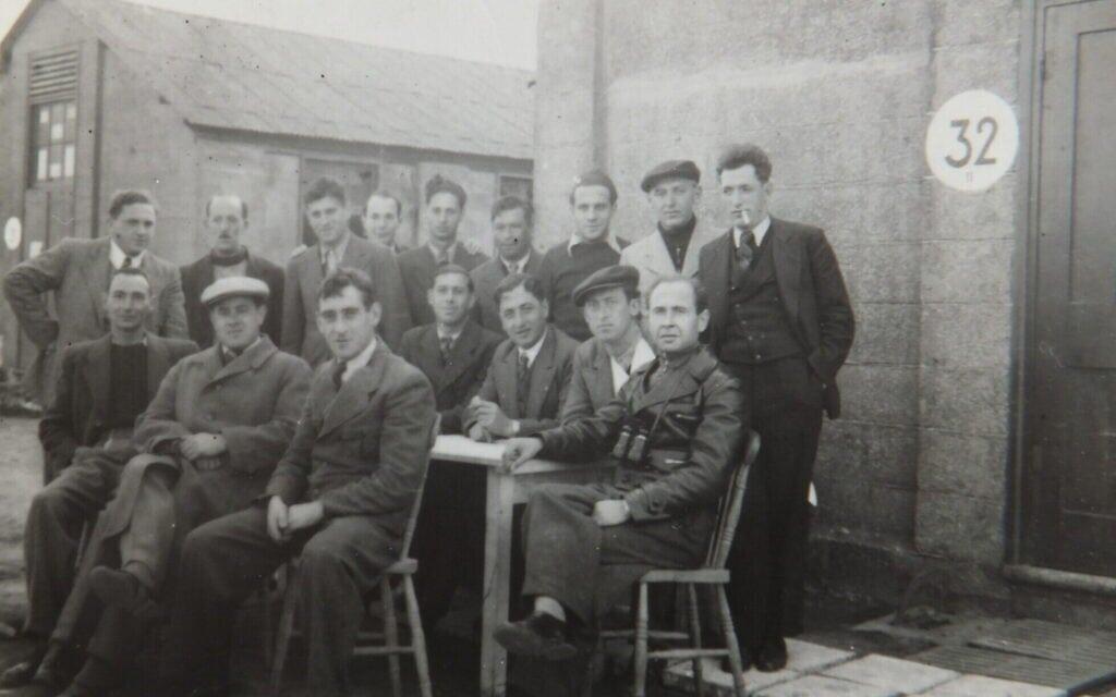 הוגו היילברון וחבריו לביתן 32 (צילום: Courtesy/משפחתו של הוגו היילברון)