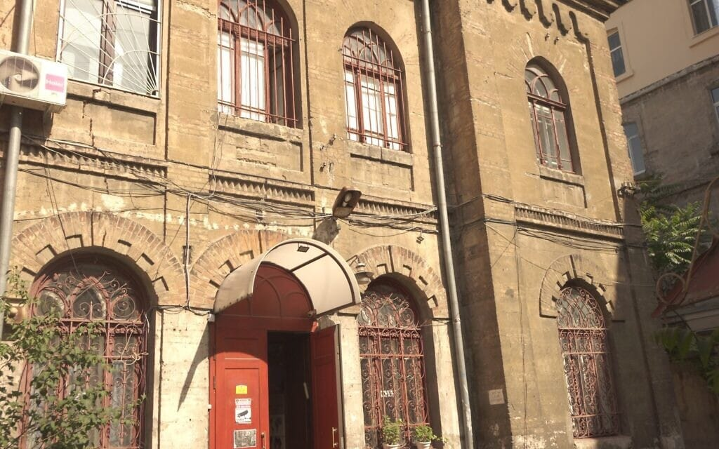 """מבט מבחוץ על בניין מרכז הקהילה היהודית """"מגדל"""" באודסה, שנבנה במקור כבית כנסת ב-1909 (צילום: באדיבות קירה ורחובסקי)"""
