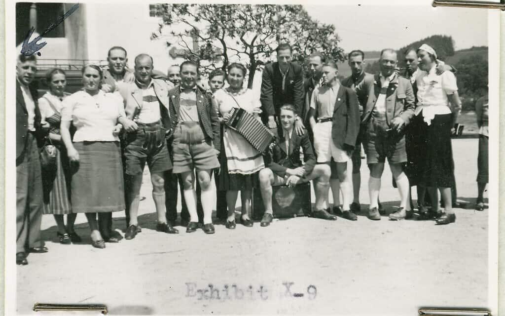 """צוות מרכז """"המתות החסד"""" באלקובן (צילום: USHMM)"""