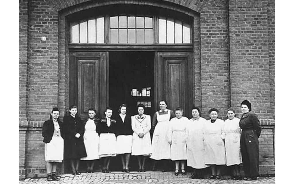 צוות האחיות במרכז ההמתה הדמאר בגרמניה (צילום: רשות הציבור)