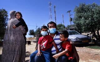 משפחת עתמאן אבו קביטה (צילום: אלדד רפאלי)