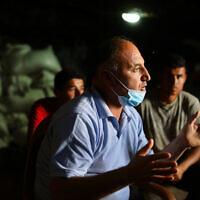 נידאל יונס במערה שלו בחרבת ג'ינבה, ביולי 2020 (צילום: אלדד רפאלי)