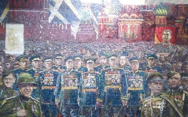 דיוקנו של סטלין נראה כאן בעיטור קיר שאמור היה להיות מוצג בקתדרלה של הכוחות המזוינים של הפדרציה הרוסית (צילום: באדיבות MBH Media)