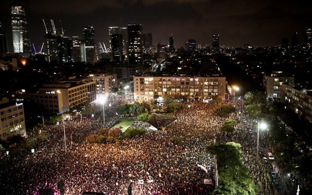 מחאת העצמאים והמובטלים בככר רבין, 11 ביולי 2020 (צילום: מרים אלסטר / פלאש 90)