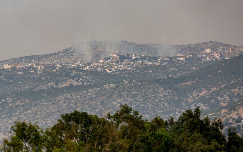 עשן מיתמר מעל הכפר שובה בגזרת הר דב בדרום לבנון, 27 ביולי 2020 (צילום: דייוויד כהן / פלאש 90)