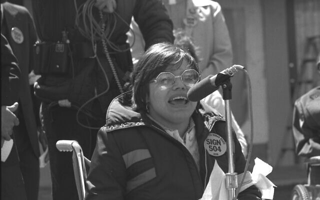 ג'ודית היומן נואמת בהפגנה של 504 (צילום: HolLynn D'Lil)