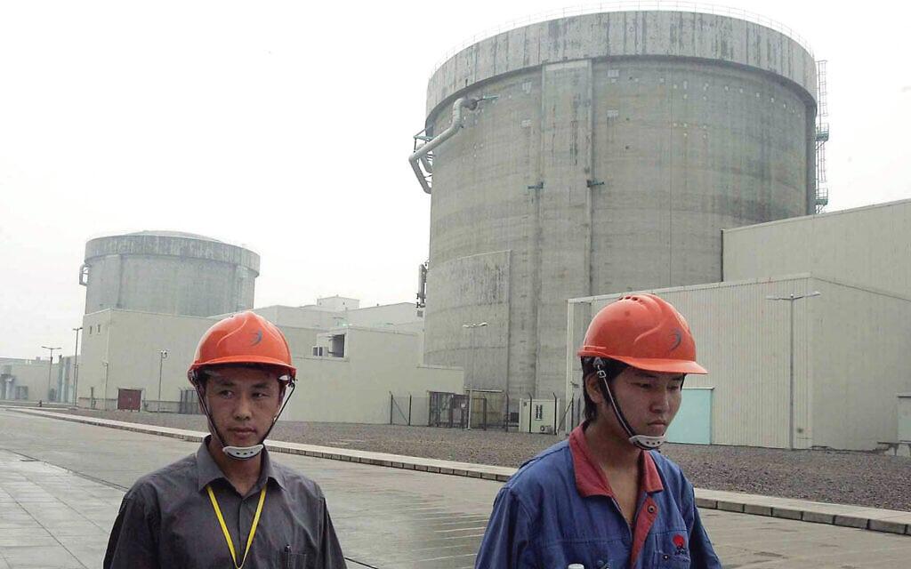 הכור הגרעיני הסיני Qinshan, ארכיון, 2005 (צילום: AP Photo/Eugene Hoshiko, File)
