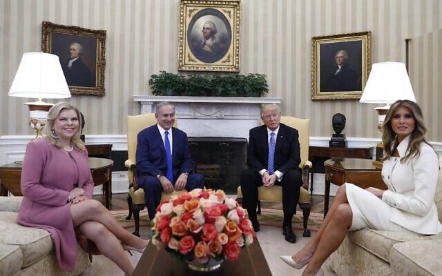 בנימין ושרה נתניהו בביקור אצל דונלד ומלניה טראמפ בבית הלבן, 2017 (צילום: AP Photo/Carolyn Kaster)