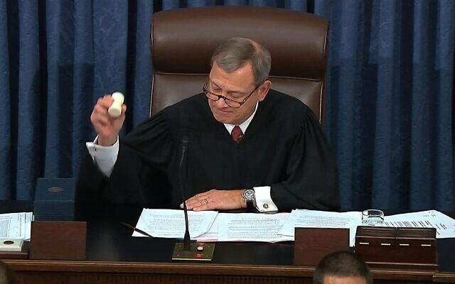 נשיא בית המשפט העליון בארצות הברית, השופט ג'ון רוברטס (צילום: Senate Television via AP)