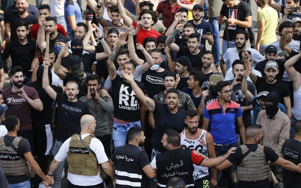 הפגנה בביירות על המצב הכלכלי של לבנון, ב-6 ביוני 2020 (צילום: AP Photo/Bilal Hussein)