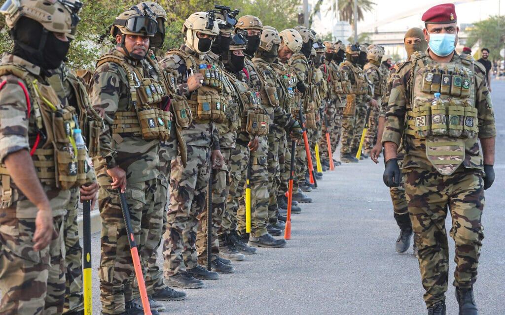 כוחות הביטחון בעיראק נערכים לדכא הפגנה, יוני 2020 (צילום: AP Photo/Nabil al-Jurani)