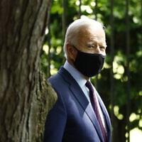 ג'ו ביידן עוטה מסכה בעת ביקור בלנקסטר, פנסילבניה (צילום: AP Photo/Matt Slocum)