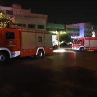צוותי כיבוי אש באיראן מגיעים לאתר שבו אירע הפיצוץ. 1 ביוני 2020 (צילום: AP Photo/Vahid Salemi)