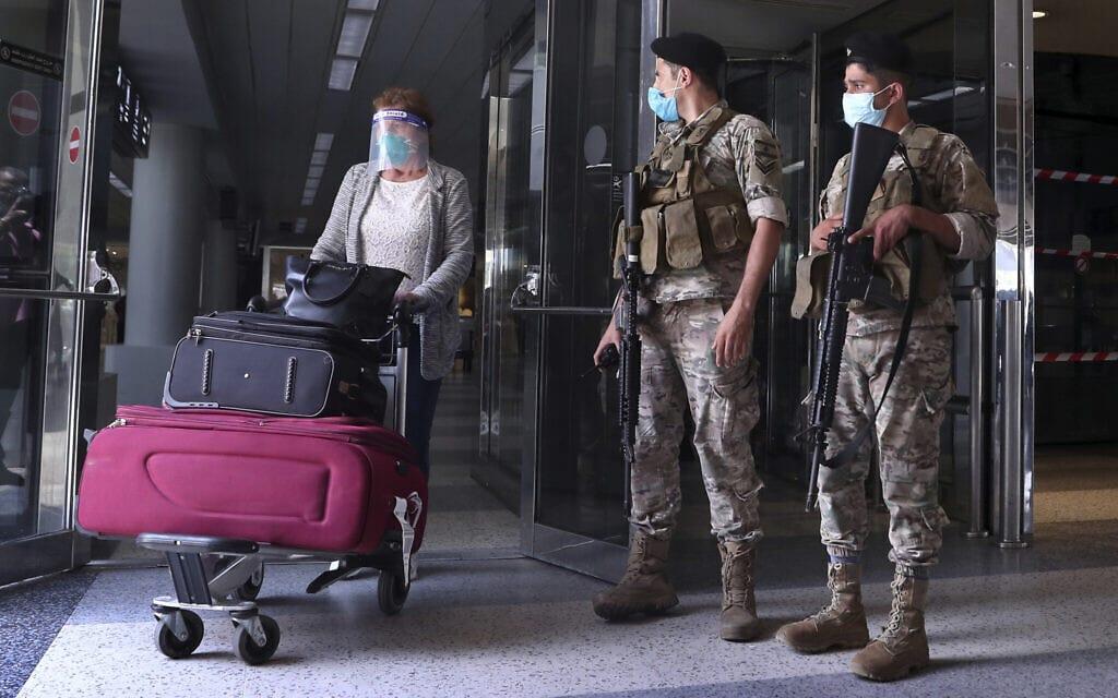 שדה התעופה בביירות בעידן הקורונה, יולי 2020 (צילום: AP Photo/Bilal Hussein)
