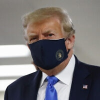 נשיא ארצות הברית דונלד טראמפ במרכז הרפואי הצבאי הלאומי וולטר ריד בתדסה שבמרילנד, 11 ביולי 2020 (צילום: Patrick Semansky, AP)