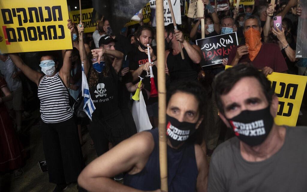 מחאה נגד ממשלת נתניהו בתל אביב, יולי 2020 (צילום: (AP Photo/Sebastian Scheiner)