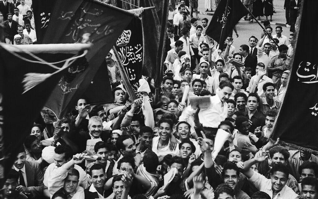 הפגנה סוערת נגד השלטונות במצרים, קהיר, 1951 (צילום: AP)