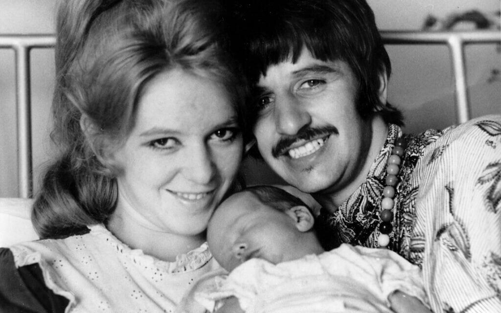 רינגו סטאר ואשתו הראשונה מורין קוקס, בלידת בנם השני ג'ייסון, ב-23 באוגוסט 1967 (צילום: AP Photo)