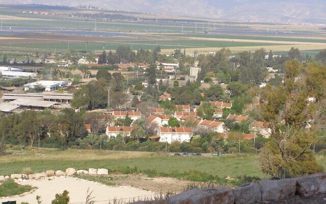 מבט על בית אלפא ממערב ב-2009 (צילום: CC by SA Ranbar, Wikipedia)